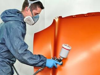 Wir stellen hohe Qualitätsanforderungen mit modernster Ausrüstung und dem nötigen Platz, um den Anforderungen gerecht zu werden. Mit Hilfe von UV-Technik sind unsere fachkundigen Mitarbeiter in der Lage, auch kleinere Schäden unkompliziert und in kürzester Zeit zu beseitigen.
